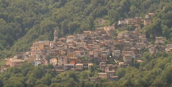 Gurro, il villaggio sulle Alpi piemontesi dove gli abitanti indossano il kilt e suonano