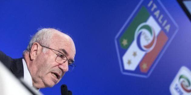 Calcio, Carlo Tavecchio abolisce la discriminazione territoriale: