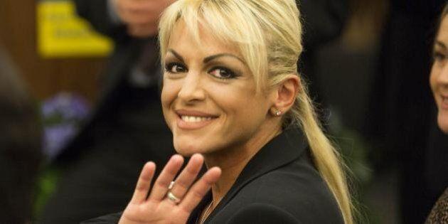 Francesca Pascale e l'anello al dito. Nozze in vista con Silvio