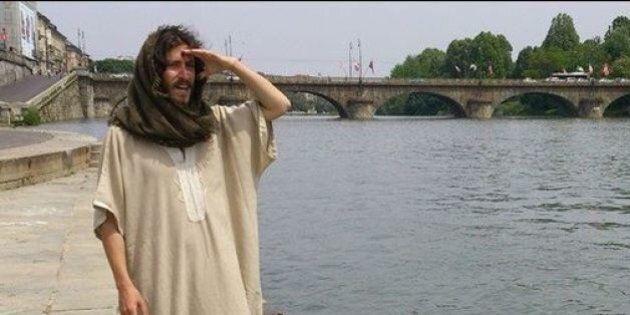 Gesù passeggia per le vie di Torino. La Polizia lo ferma 5 volte: