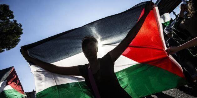 Il Pd si muove verso il riconoscimento della Palestina ma scatena Israele. Renzi si chiama fuori