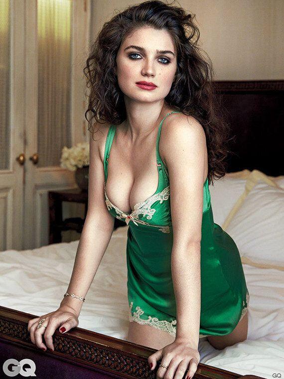 Eve Hewson, figlia di Bono Vox, in lingerie per la rivista GQ: la carriera della 24enne irlandese in...