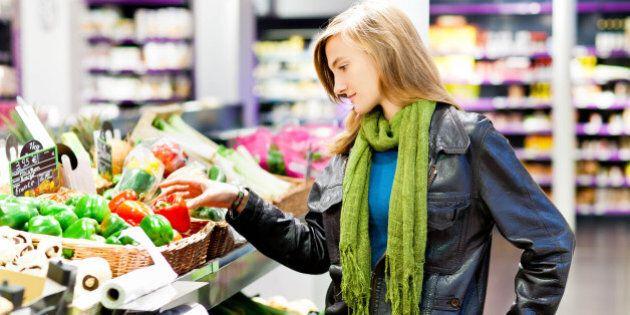 8 consigli per fare una spesa sana e riempire il carrello di cibi salutari