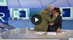 Gene Gnocchi e quel bacio appassionato alla conduttrice del