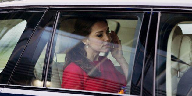 Kate Middleton piange mentre abbraccia Leigh Smith, la mamma che a gennaio ha perso la figlia di soli...