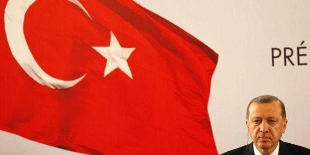Immigrazione, Erdogan tiene in scacco l'Unione