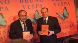Berlusconi beato tra le donne alla presentazione del libro di