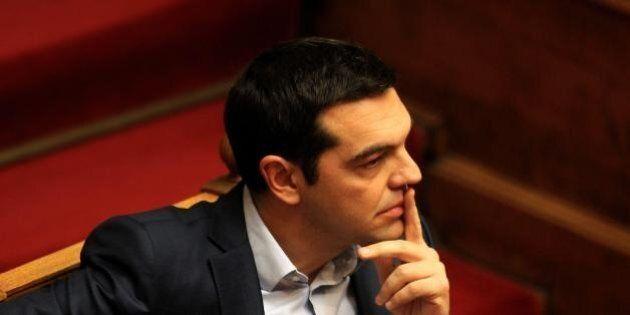 Eurogruppo, accordo sulla Grecia. Atene avrà quattro mesi di aiuti. Ma Tsipras dovrà inviare una lettera...