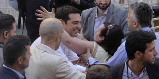 Referendum Grecia: l'urlo della vittoria nella sede di Syriza tra Sel, Podemos, Sinn Fein, sinistra Pd...