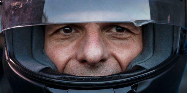 Yanis Varoufakis dimissioni, la mossa tattica di Alexis Tsipras per dare un alibi in meno all'Europa...