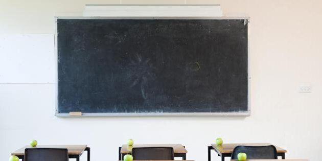 Insegnanti senza stipendio e tredicesima da un euro: ecco l'ultima beffa nella scuola. Il ministero:...