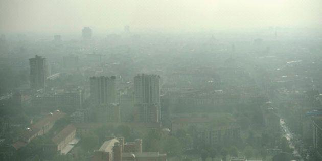 Allarme smog nelle città italiane: Milano, Roma, Torino e Napoli più volte oltre i limiti per le