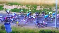 Maxi caduta al Tour de France