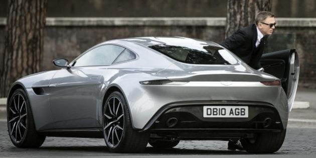 James Bond a Roma, 007 si deve arrendere ai sampietrini. L'Aston Martin guidata da Daniel Craig ha risentito...