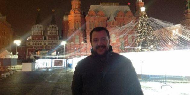 La solitudine di Salvini, in Russia e in Parlamento. Twitta foto da Mosca semideserta e litiga con l'alleato