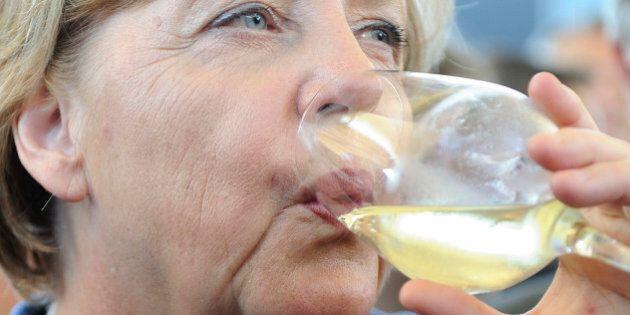 Germania, Angela Merkel giù nei sondaggi. Pesa l'emergenza profughi. Esulta Seehofer. Ma la cancelliera...