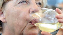Angela giù nei sondaggi, paga l'emergenza profughi. Ma si parla di Nobel per la