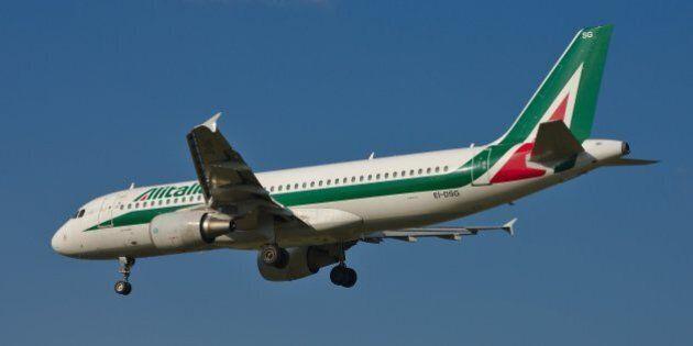 Alitalia (AZ/AZA) Airbus A320-216 EI-DSG (MSN 3115) on final approach to runway 35C at Graz Airport (GRZ/LOWG).I...