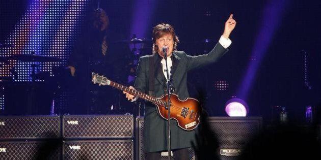 Beatles, Paul McCartney è il cantante più pagato del mondo secondo People With Money: 72 milioni solo...