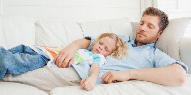 Genitori, gli uomini moderni desiderano metter su famiglia prima delle donne. Primo figlio per lui a...