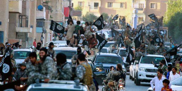 Russia bombarda Raqqa, roccaforte dell'Isis. Siria: