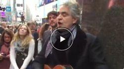 La sorpresa di Natale di Bocelli: canta per i senzatetto di NY e dona il
