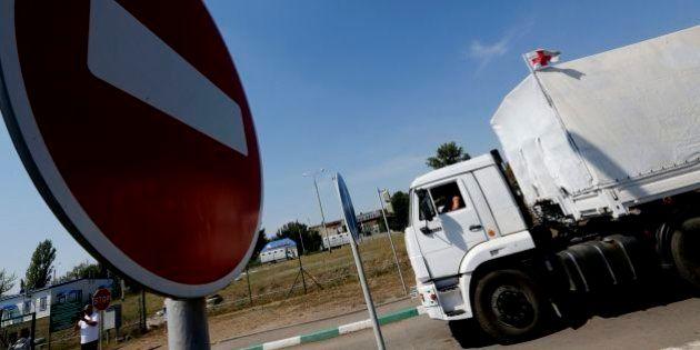 Ucraina, convoglio umanitario russo varca il confine senza autorizzazione. Kiev: