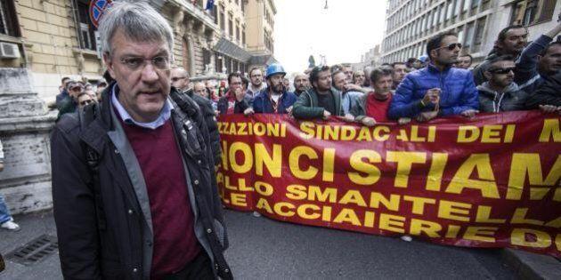 Maurizio Landini in politica, anche la Cgil dopo Renzi contro il leader Fiom. Ma lui smentisce:
