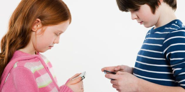 È giusto regalare uno smartphone ad un bambino per Natale? 3 fatti da considerare prima di procedere...