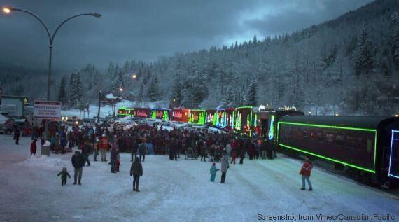 Holiday Train, il treno della Canadian Pacific addobbato per Natale, che raccoglie donazioni per i bisognosi