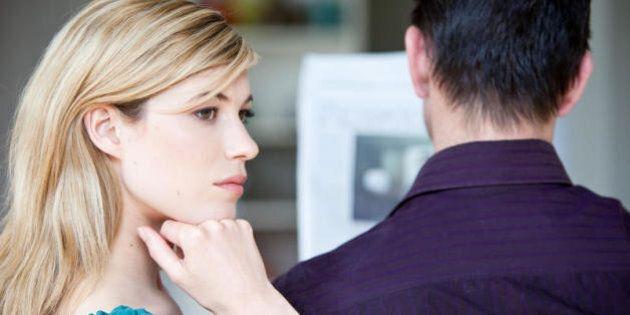 Il miglior momento per parlare con il vostro compagno? La sera a cena, rivela un sondaggio. Mai durante...
