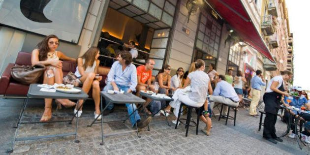 Tavolino Del Bar.Fanno Sesso Sul Tavolino Del Bar Non Smettono Nemmeno