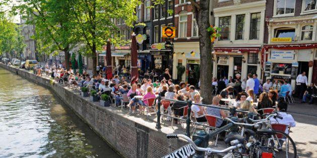 Olanda, il Paese della felicità. Il segreto? Lavorare mezza giornata e poi dedicarsi allo
