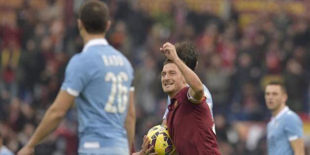 Derby Roma Lazio: si gioca lunedì 25 alle 18. Proteste della Roma e di