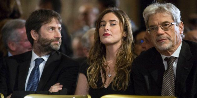 Renzi dallo sguardo attento quando Mattarella parla delle banche. Boschi in seconda fila non perde una...