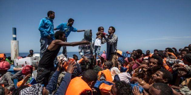 Immigrazione Ue. Si allarga il fronte del no sulle quote. Le preoccupazioni di Mattarella. Italia di...