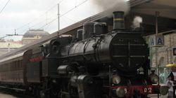È boom di viaggi sui treni storici: binari e paesaggi da fiaba per sfuggire allo