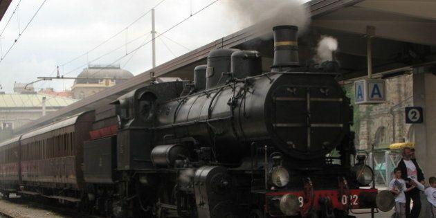 è il trenino storico che ogni tanto fa ungiro per binari poco usati a TriesteLocomotiva del 1911 costruita...