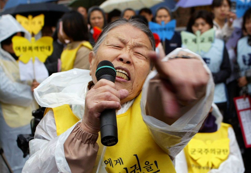Hwang Kum-Ju (86), a former 'comfort woman,' who served as a sex slave for Japanese troops during World War II, shout slogans