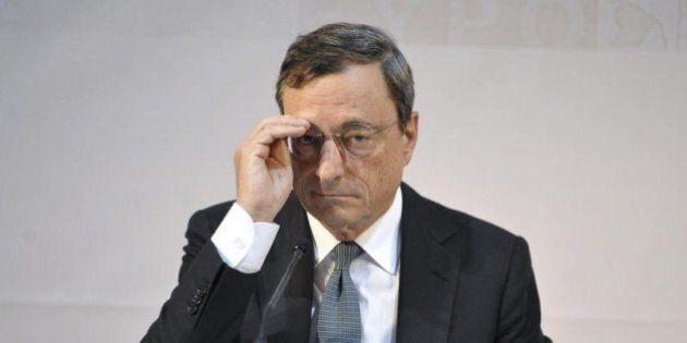 Mario Draghi vara un maxi-piano di stimolo, sorprendendo i mercati. Preoccupano Pil e Inflazione. Frecciata...