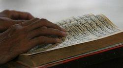 Strappa e prende a calci in Corano. Condannato a