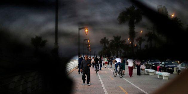 La vita dietro il velo: cosa deve sembrare il mondo a una donna con il volto coperto dal niqab. Le foto...