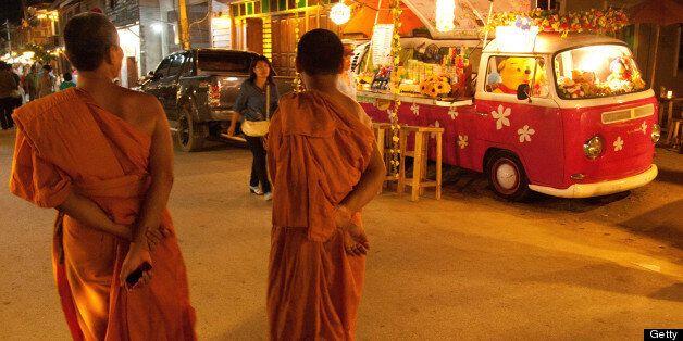 Chiang Khan's 'walking street', Chai Khong. Cocktail Kombi and monks.