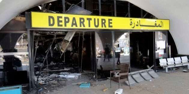 Libia: continua la guerra tra nazionalisti laici e islamisti. Aeroporto di Tripoli in