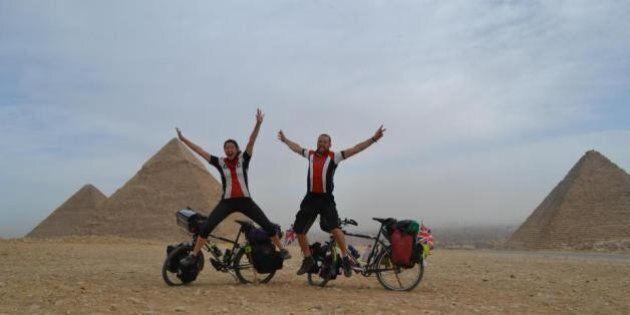 Tim Bridgman, il 41enne inglese continua il giro del mondo in bicicletta dopo la morte della moglie Sharon