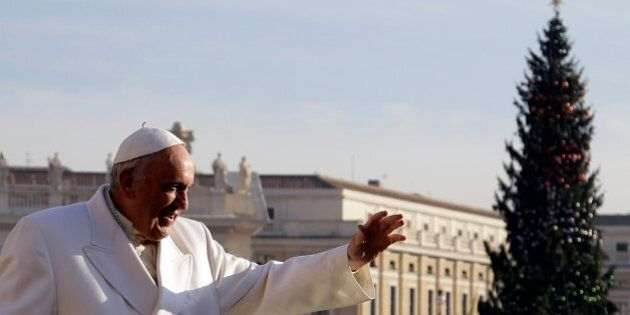 Natale di lotta e di governo per Papa Francesco: da universale a globalizzato, da indulgente a