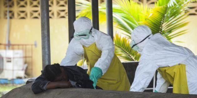 Ebola, strage di medici eroi. L'Oms: