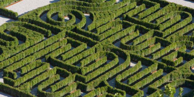 Labirinti italiani, 12 giardini da non perdere. Da quello dedicato a Borges a quello in pietra di Ragusa