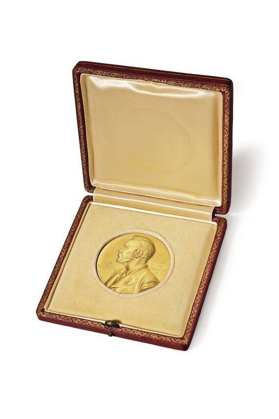 James Watson, il Nobel vende la medaglia: