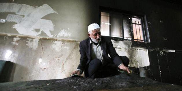 Cisgiordania, incendiata moschea vicino a Betlemme. Sui muri insulti in ebraico